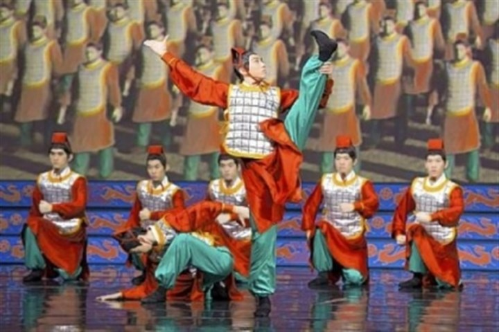 "Shen Yun Performing Arts In past performances, Shen Yun's large traditional Chinese dance numbers are broken up by mini ""dance-dramas"" that depict the persecution of Falun Gong members by Chinese soldiers."