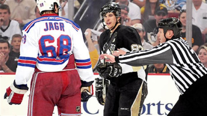 Sidney Crosby and Jaromir Jagr Sidney Crosby and the Rangers' Jaromir Jagr have words at center ice in the first period yesterday at Mellon Arena.