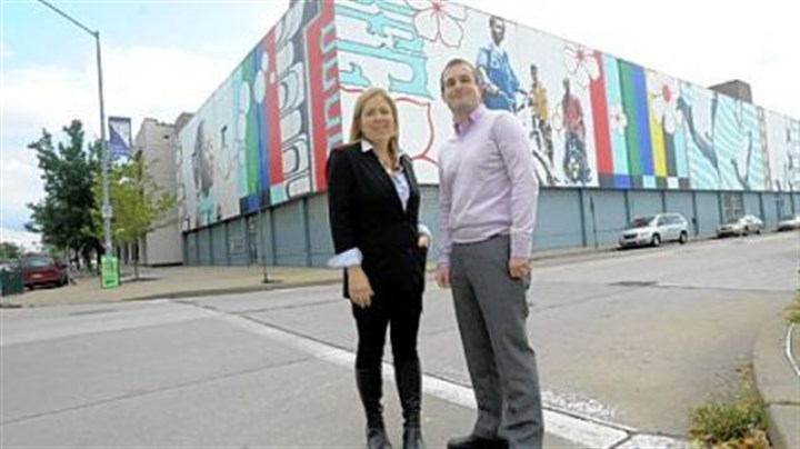 "Sprout Fund Sprout Fund founders Cathy Lewis Long and Matt Hannigan on Thursday with the East Liberty mural ""Lend Me Your Ears,"" the 2004 piece by Jordan Monahan."