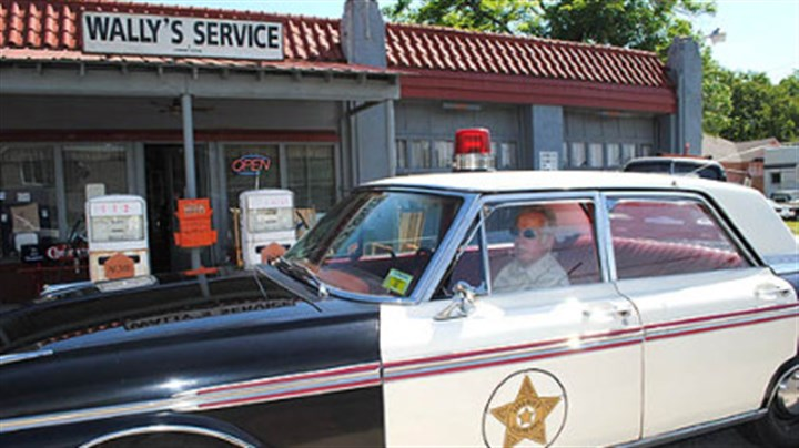 "Squad Car Tours of Mt. Airy, N.C. Roger Sickmiller, a part-time pastor, has been giving Squad Car Tours of Mt. Airy, N.C., for the past 7 years. It hits all of ""Mayberry's"" famous landmarks, including the Snappy Lunch and Wally's Service Station."