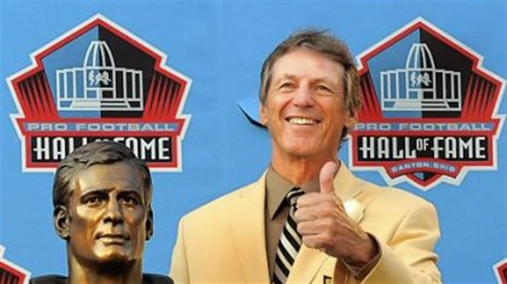 Steelers defensive cooridinator Dick LeBeau Steelers defensive cooridinator Dick LeBeau is honored as he gets inducted to the Pro Football Hall of Fame.