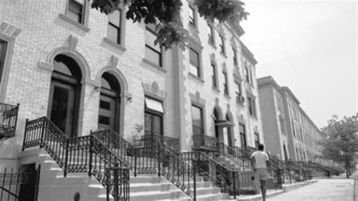 Strivers Row in Harlem On 139th Street, Strivers Row, erected for the black elite of Harlem, is today more than 50 percent white.