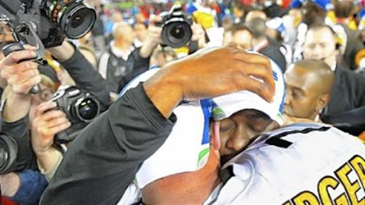 Sweet Six-cess Coach Mike Tomlin sheds a tear while hugging quarterback Ben Roethlisberger.