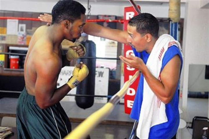 sydnor tips Eric Sydnor, left, gets tips from trainer Jose Caraballo during a shadow boxing exercise at the Ray Schafer Boxing Association in Sharpsburg.