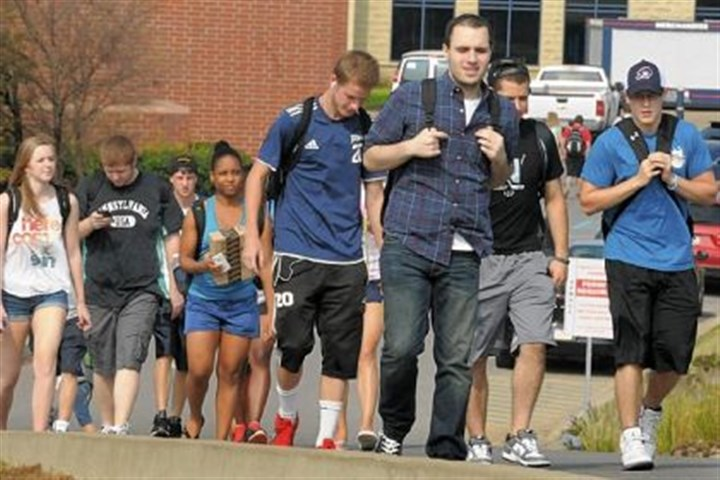 tab rmu1 Students change classes at Robert Morris University.