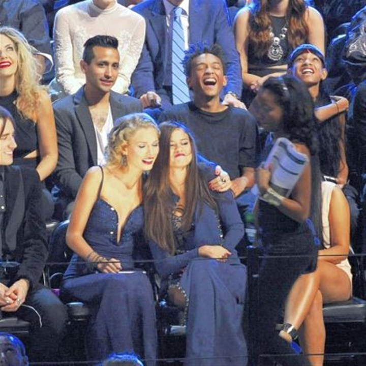 Taylor Swift and Selena Gomez Taylor Swift, left, and Selena Gomez sit together at the MTV Video Music Awards on Sunday.