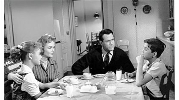 "'The Donna Reed Show' The TV series ""The Donna Reed Show,"" 1958-66, centered on the Stone family -- Shelley Fabares, left, Donna Reed, Carl Betz and Paul Petersen."
