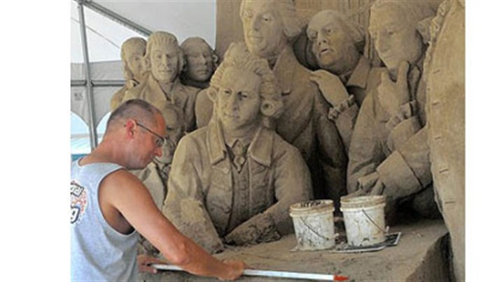 Thomas Koet Thomas Koet, working on Thursday with Sandsational of Melbourne, Fla., works on a sand sculpture based on the signing of the Declaration of Independence. It is being readied for the Three Rivers Regatta.