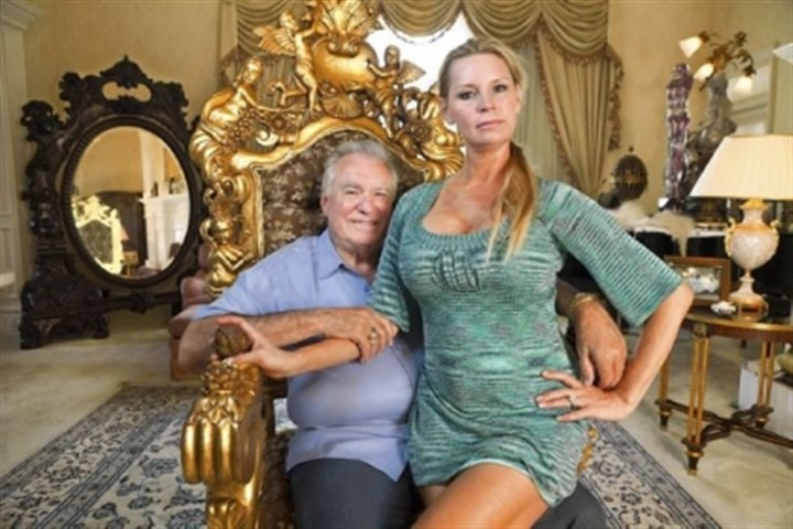 "TV preview: 'Queen of Versailles' David and Jackie Siegel in ""The Queen of Versailles,"" which airs on Bravo at 9 p.m. Monday."