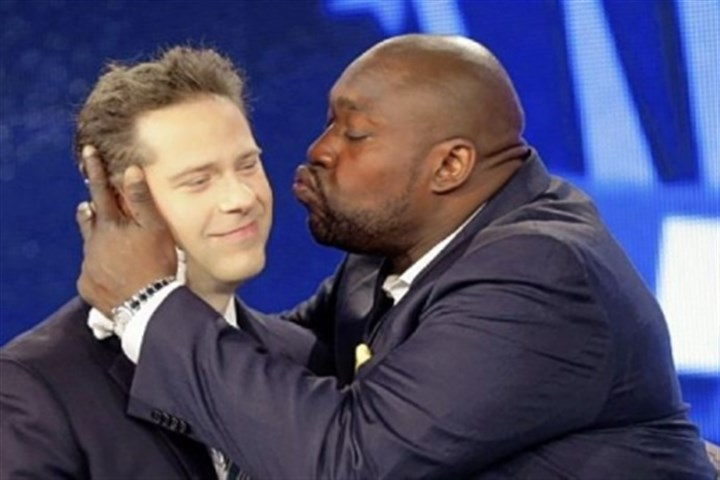 WarrenSapp A jubilant Warren Sapp, right, kisses Chris Rose, who served as host of the Pro Football Hall of Fame announcement show Saturday for NFL Network.
