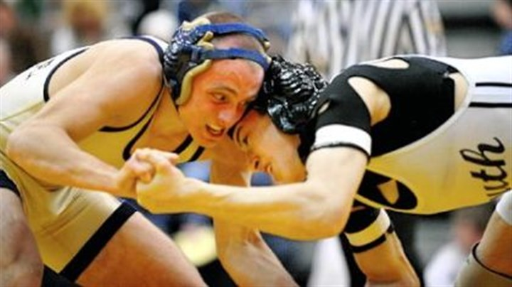 Wrestle Frank Martellotti, left, of Shady Side Academy defeats South Side Beaver's John Prezzia in the 130-pound title match in the Powerade Tournament.