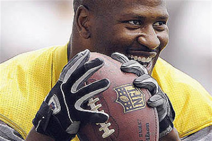 James Harrison James Harrison has announced that he will play one more year with the Steelers.