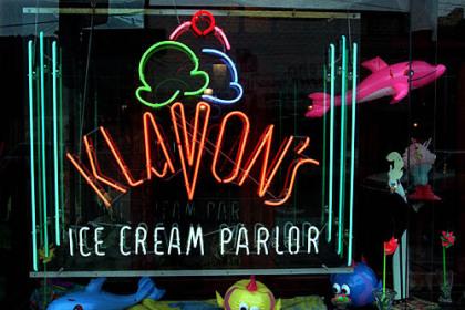 Klavon's sign The colorful window at Klavon's in 1999.