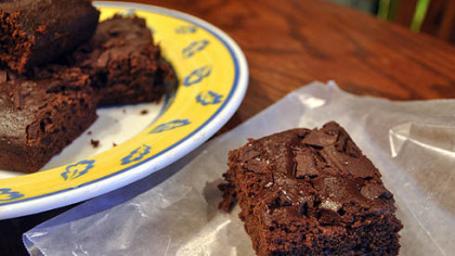 Light Chocolate-Chunk Brownies Light Chocolate-Chunk Brownies