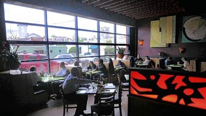 Mad Mex, Shadyside At the new Mad Mex in Shadyside, a large front window opens onto Highland Avenue.