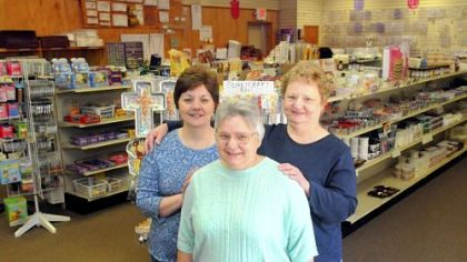 The Niekum sisters at Make-A-Cake The Niekum sisters -- from left, Gail, Carol and Elaine -- have owned Make-A-Cake in Ross for 29 years.