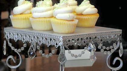 Vanilla cupcakes These vanilla cupcakes with vanilla icing are dairy-free.