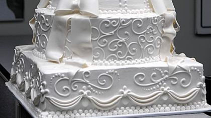 FInished The Princess Stephanie Wedding Cake Costs 950 And Weighs More Than