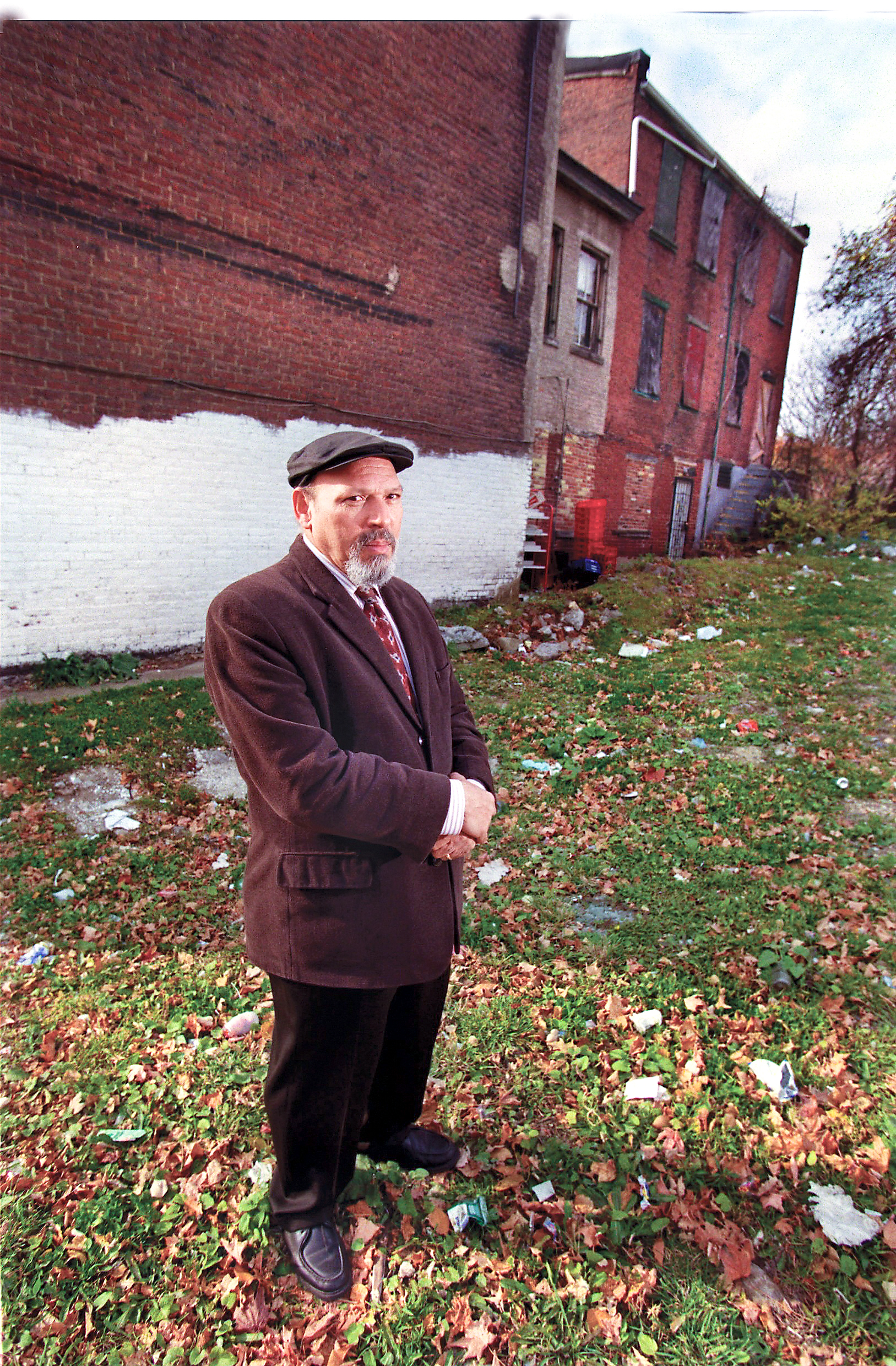august wilson August wilson (april 27, 1945 – october 2, 2005) was an american playwright whose work included a series of ten plays, the pittsburgh cycle, for which he received two pulitzer prizes for dramaeach work in the series is set in a different decade, and depicts comic and tragic aspects of the african-american experience in the 20th century.