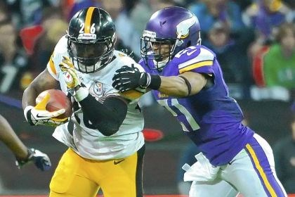 bell Le'Veon Bell falls just short of the goal line against the Ravens' Lardarius Webb in the second quarter Sunday at Heinz Field.