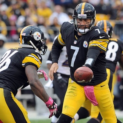 Ben Roethlisberger hands off to Le'Veon Bell Steelers quarterback Ben Roethlisberger hands off to Le'Veon Bell against the Ravens in the second quarter Sunday at Heinz Field.