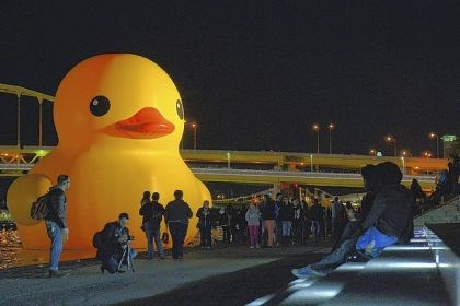 Rubber Duck Crowds gather Sunday night for a last glimpse of the 40-foot-tall Rubber Duck that has been docked in the Allegheny River just off of Point State Park since Sept. 27.