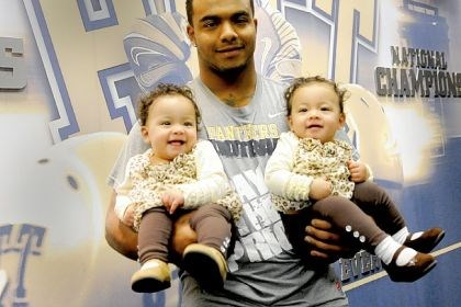 Rushel Shell Rushel Shell with his then 8-month-old twin daughters, Amiyah and Arionna, on Nov. 16, 2012, when he was still a running back with the University of Pittsburgh Panthers.