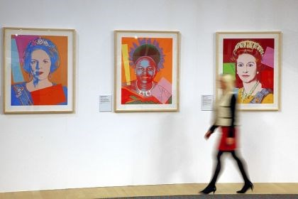 Warhol's portraits Andy Warhol's portraits of Queen Beatrix of the Netherlands, Queen Ntombi Twala of Swaziland and Queen Elizabeth II.