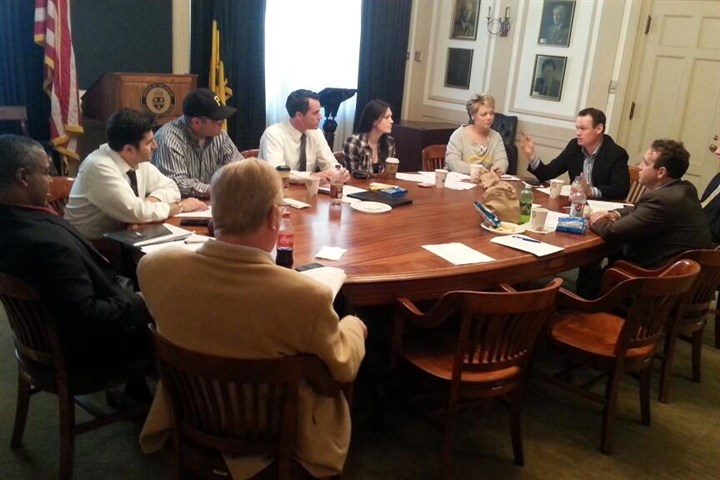 Pittsburgh Mayor Luke Ravenstahl tweets One of the photos Pittsburgh Mayor Luke Ravenstahl tweeted, showing a meeting with his staff.