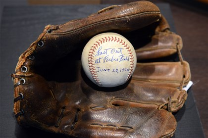 20131024piratessport03-2 Bill Mazeroski's glove from the 1960 World Series and the ball from the last out at Forbes Field in 1970. The ex-Pirates star is auctioning off the memorabilia.
