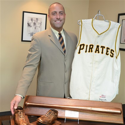 20131024piratessport01 David Hunt, President of Hunt Auctions, displays Bill Mazeroski's bats, jersey and cleats from the 1960 World Series.