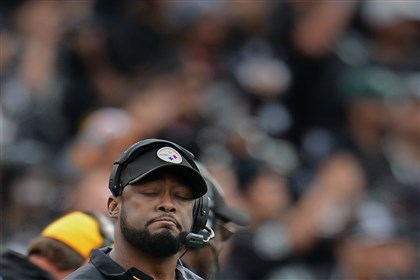 20131027pdSteelersSports20 Steelers head coach Mike Tomlin reacts after the Steelers miss a first down late in the fourth quarter against the Raiders yesterday in Oakland.
