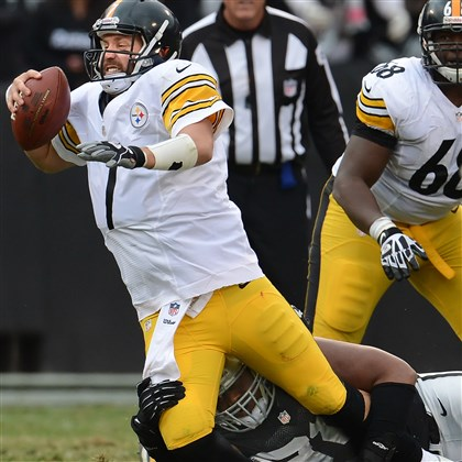 Steelers Ben Roethlisberger is under pressure from Raiders' Lamarr Houston late in the fourth quarter of Sunday's loss in Oakland, Calif.