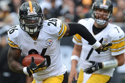 leveonbell1102 Steelers running back Le'Veon Bell runs against the Oakland Raiders last Sunday.