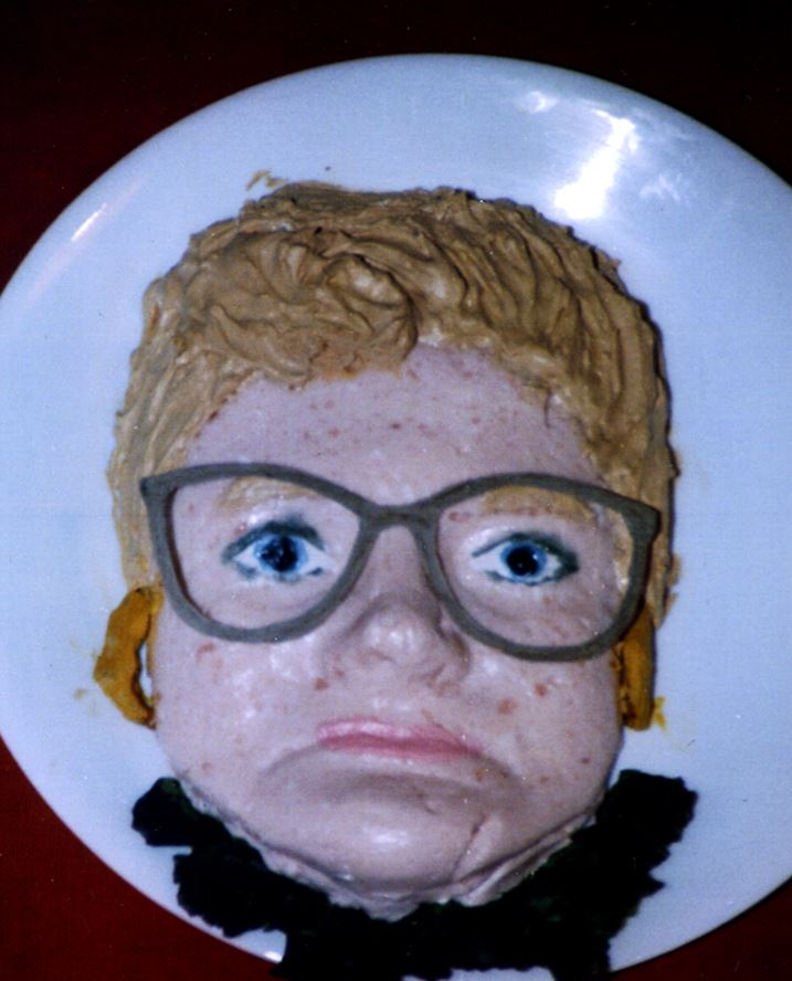 Facecake This is the cake Eileen Gesk made using a mold of her own face. Her kids were so freaked out they refused to eat it.