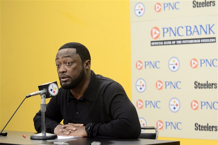 20131105arTomlinSports03-2 Steelers coach Mike Tomlin speaks to the media during his weekly press conference at the Steelers South Side training facility this afternoon.