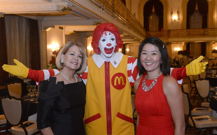 RedShoeSEEN04-2 Susie Johnson with Ronald McDonald and Kim Cantalamessa.