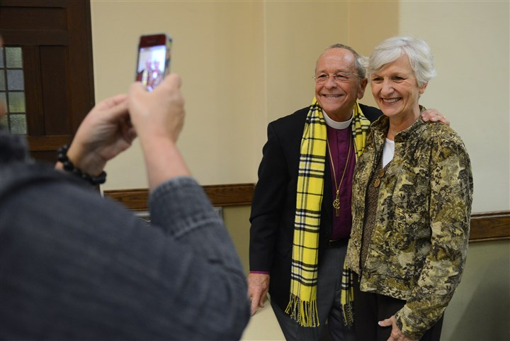 20131109rldBishopRobinsonLOCAL01 Marcia Rhea of Hampton takes a photo of Bishop Gene Robinson with Faith Geer of Allison Park at East Liberty Presbyterian Church on Saturday.