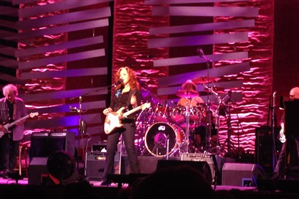 111113_bonnieraittconcert.JPG Bonnie Raitt plays at Heinz Hall