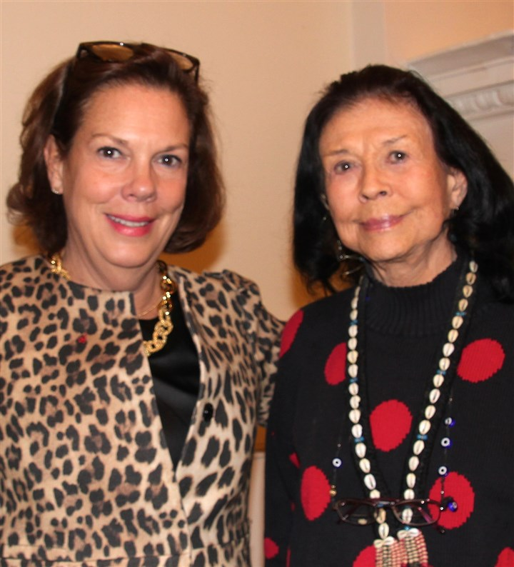 Francaise4156 Barbara Tucker with Maxine Bruhns.