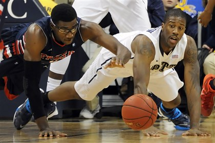 20131112mfpittsports03-2 Fresno State's Karachi Edo and Pitt's Lamar Patterson reach for a loose ball in the first half Tuesday night at the Petersen Events Center.