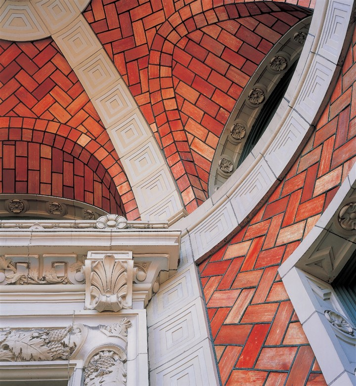 Hornbostelmag Guastavino tile on the vaulted entrance to Hamerschlag Hall at Carnegie Mellon University.