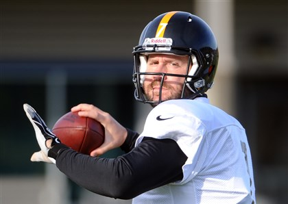 20131120lfSteelersSport01 Steelers quarterback Ben Roethlisberger throws the ball during practice at the team's South Side facility on Wednesday, November 20, 2013.