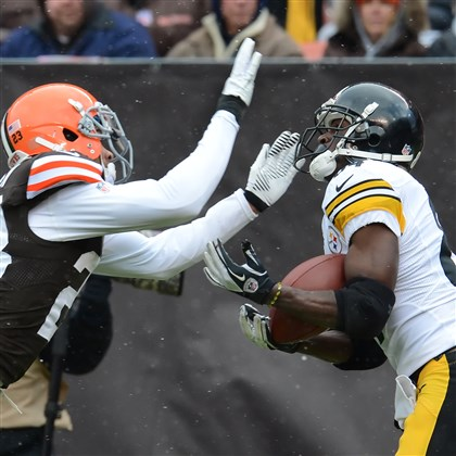 Antonio Brown  Antonio Brown hauls in a touchdown pass from quarterback Ben Roethlisberger in the first quarter Sunday against the Browns.