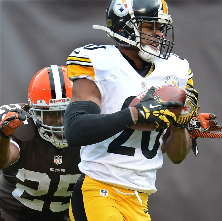 cook1124 Steelers defensive back Will Allen picks up a fumble that he returned 49 yards to the Cleveland 4 Sunday.