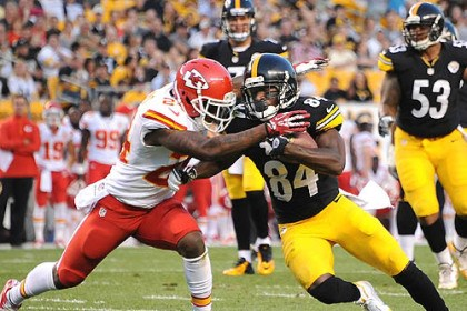 Antonio Brown The Steelers' Antonio Brown picks up first down against the Chiefs' Brandon Flowers.