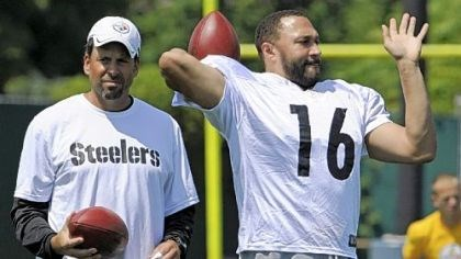 Batch Steelers quarterback Charlie Batch goes through drills in front of offensive coordinator Todd Haley at practice Tuesday on the South Side.