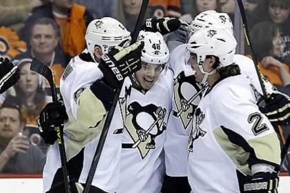 Celebrate Penguins players celebrate a goal by Tyler Kennedy during the first period.