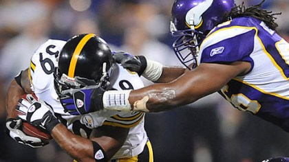 Facemask Vikings EJ Henderson is called for a face mask on Steelers Willie Parker.