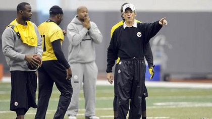 lebeau Defensive coordinator Dick LeBeau makes a point Wednesday at the Steelers' South Side facility, their final practice before breaking for a four-day weekend.